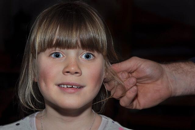 wyciek z ucha u dziecka