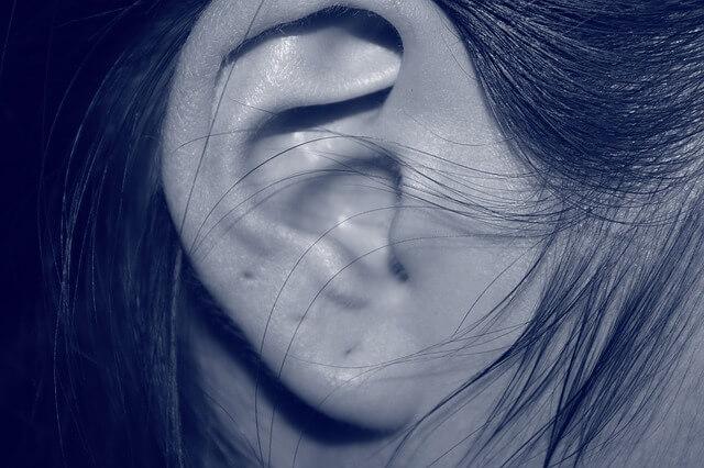 wyciek z ucha